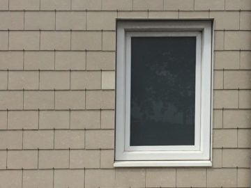 Nabasco gevelbekleding met raam